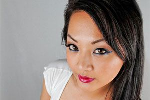 Ilustración de Cómo maquillarse al estilo asiático