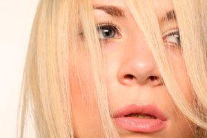 Ilustración de Cuidados para el cabello rubio