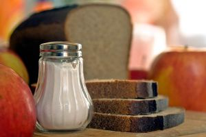 Salero con sal sin yodo, la mejor opción para consumo humano.
