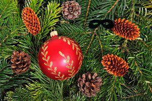 Ilustración de 7 decoraciones originales para el pino de Navidad