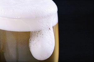 Ilustración de 5 cócteles con cerveza