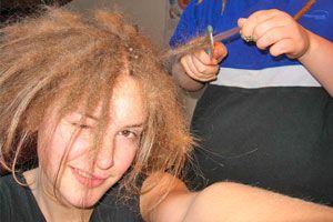 Ilustración de Cómo tener rastas con el cabello fino