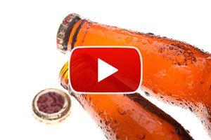Ilustración de Cómo destapar una botella sin usar abridor - Video