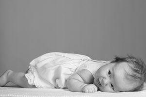 Ilustración de Qué hacer si el bebé se cae de la cama