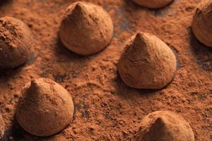 Ilustración de Cómo hacer Trufas de Chocolate y Vino Tinto