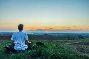 Ilustración de Meditación para Liberar Energías Negativas