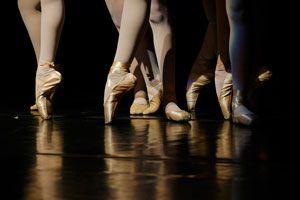Ilustración de Cómo Administrar una Academia de Baile