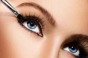Ilustración de Cómo Elegir y Aplicar un Delineador de Ojos