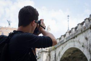 Ilustración de Cómo Elegir una Cámara de Fotos para un Viaje