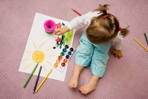 Ilustración de Cómo Enseñar a los Niños a Pintar