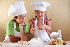 Ventajas de cocinar con niños. Qué cosas aprenden los niños al cocinar. Aprendizaje de los niños en la cocina.