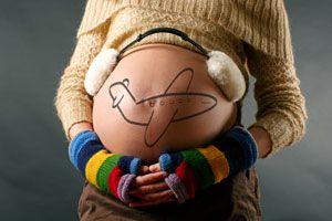 Ilustración de Consejos para Viajar en Avión Estando Embarazada