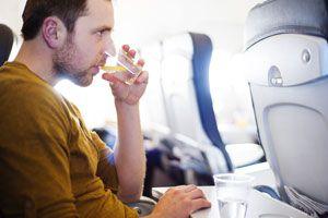 Ilustración de Cómo Evitar Problemas de Salud en el Avión