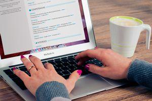 Ilustración de 5 Páginas para Crear un Currículum