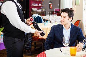 Ilustración de Cómo Elegir un Vino en una Reunión Profesional