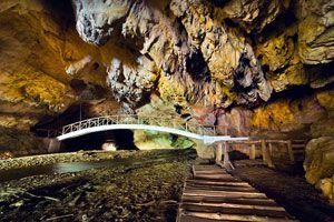 Ilustración de Cómo hacer Turismo en Cuevas