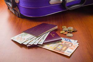Ilustración de Cómo Llevar Dinero en un Viaje