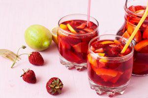 Ilustración de Cómo Preparar Sangría con Frutas Frescas