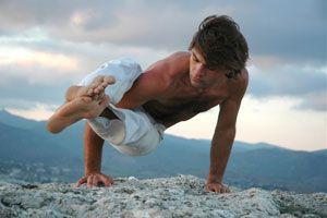 Ilustración de 5 Posturas de Yoga para Hombres