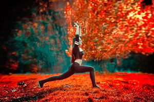 Ilustración de 3 Posturas de Yoga para Fortalecer el Cuerpo