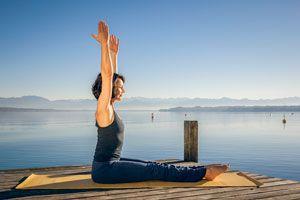 Ilustración de 5 Posturas de Yoga para Principiantes