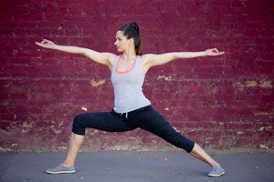 Ilustración de Posturas de Yoga para Eliminar las Várices