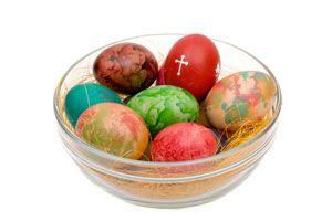 Ilustración de Cómo Teñir Huevos con Seda