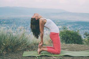 Ilustración de Posturas de Yoga para Aliviar la Gripe y Resfriados