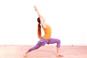 Ilustración de Posturas de Yoga para el Primer Chakra