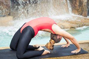 Ilustración de Posturas de Yoga para el Chakra Corazón