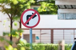 Cómo conducir en las esquinas. Reglas de tránsito para girar en las esquinas. cómo girar en las esquinas con el coche