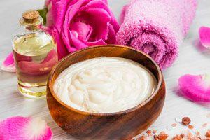 Cómo preparar un baño de crema para el pelo. Ingredientes para hacer un baño de crema casero. Receta para hacer baño de crema para el pelo
