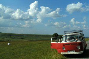 Ilustración de Consejos de conducción del coche en verano para ahorrar en gasolina