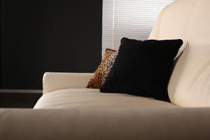 Ilustración de C&oacutemo tapizar o crear nuevas fundas para los muebles y as&iacute renovarlos con poco dinero