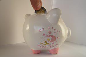 Ilustración de Cómo ahorrar dinero en casa desde 6 aspectos diferentes