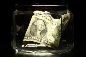 Ilustración de Cómo crear y administrar un fondo común para los gastos en la pareja