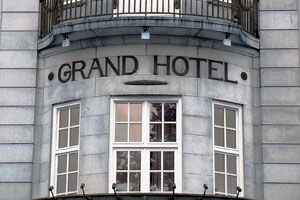 Ilustración de Cómo ahorrar en los gastos de hotel en viajes de negocios