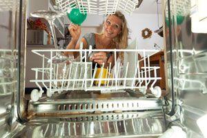 Ilustración de Ahorra agua y electricidad al usar la lavadora y el lavavajillas