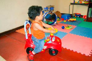 Ilustración de La estimulación y el seguimiento del desarrollo psicomotriz del niño