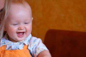 Ilustración de Cuáles son los cambios y los progresos de un bebé de cinco meses