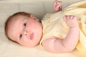 Ilustración de Comportamiento y desarrollo de un bebé a los 9 meses