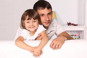 Ilustración de Los sentimientos del padre hacia su hija mujer: una relación muy especial