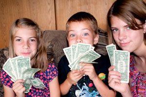 Ilustración de Los niños y el dinero: Cómo y cuándo darles para que hagan sus ahorros y compras