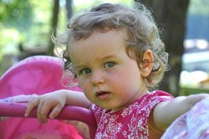 Ilustración de Desarrollo y características de los niños a los 18 meses