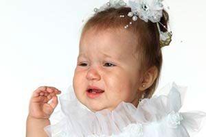 Ilustración de ¿Qué hacer cuando los bebés se jalan el pelo y se lastiman?