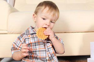 Ilustración de Qué alimentos no es conveniente ofrecerle al bebé según su edad