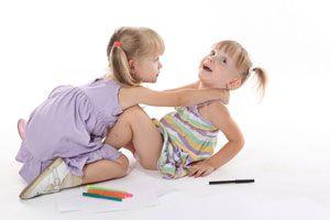 Ilustración de Tips para actuar frente a las peleas entre hermanos