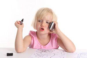 Ilustración de Consejos para saber si es momento de darle un celular a tu hijo, y de qué tipo
