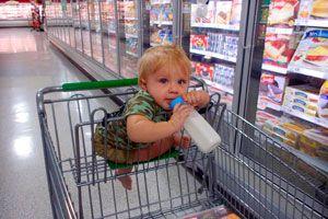 Ilustración de ¿Qué hacer para evitar que el niño tenga berrinches en el supermercado?