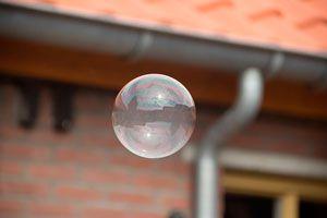 Ilustración de C&oacutemo hacer burbujas grandes para divertir a los ni&ntildeos